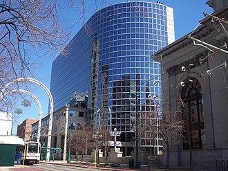 Buffalo Savings Bank - Image: M&T Center main st side