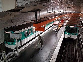 Mairie d'Ivry (Paris Métro) - Image: MF77 Mairie d'Ivry M7