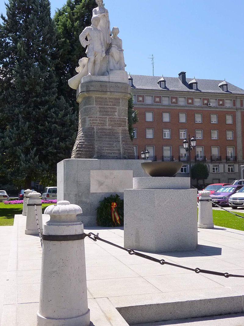 Madrid - Monumento a las víctimas de la aviación militar, junto al Cuartel General del Ejército del Aire 1.jpg