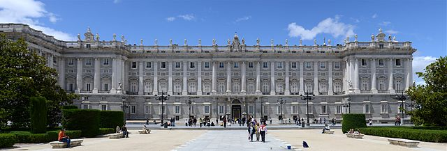 https://upload.wikimedia.org/wikipedia/commons/thumb/9/92/Madrid_May_2014-35a.jpg/640px-Madrid_May_2014-35a.jpg