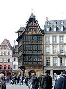 В какой стране находится город Страсбург?