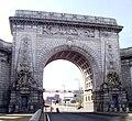 Manhattan Bridge Arch.jpg