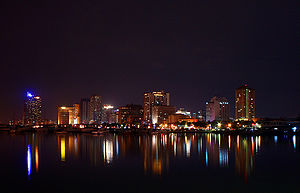 Cities of the Philippines - Image: Manila by night