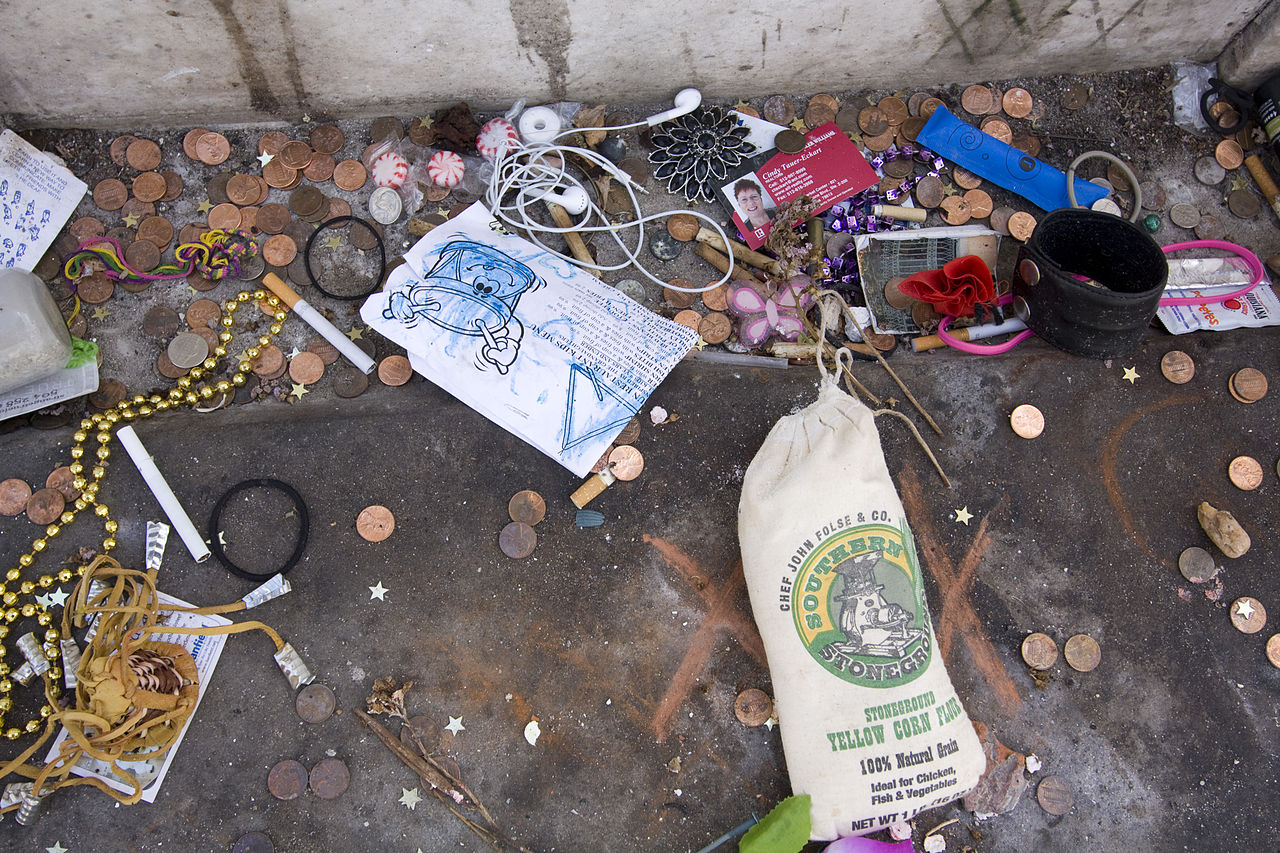 File:Marie Laveau Tomb 2011.jpg - Wikimedia Commons