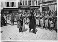 Messieurs Poincaré et Painlevé passant en revue les troupes sur la place de l'Hôtel de ville - Noyon - Médiathèque de l'architecture et du patrimoine - APD0003698.jpg
