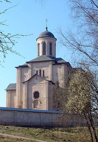 Smolensk - St. Michael's Church (Svirskaya) was built in 1180–1197.