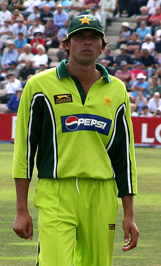 Mohammad Asif - Asif playing for Pakistan in 2006.