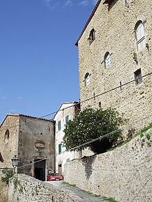 Montorgiali, il castello e la chiesa di San Biagio