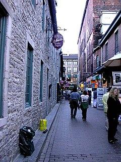 240px-Montr%C3%A9al_%28Vieux-Montr%C3%A9al%2C_rue_St-Amable%29_005_L.D