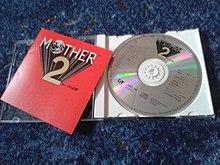 CD contenente la colonna sonora del videogioco di ruolo EarthBound – questa edizione uscita solo in Giappone.