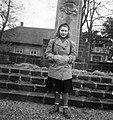 Női portré 1942-ben a Mátyás-szobornál. Fortepan 16743.jpg