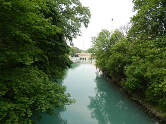 North Shore Channel - The North Shore Channel near the Bahá'í House of Worship in Wilmette, Illinois.