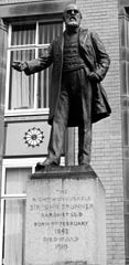 Statue of Sir John Tomlinson Brunner