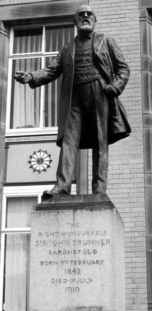 Sir John Brunner, 1st Baronet - Statue of John Brunner in Winnington, Cheshire