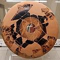 Onesimos o pittore di brigos, phiale dal santuario meridionale di cerveteri, 490-480 ac ca. 01.jpg