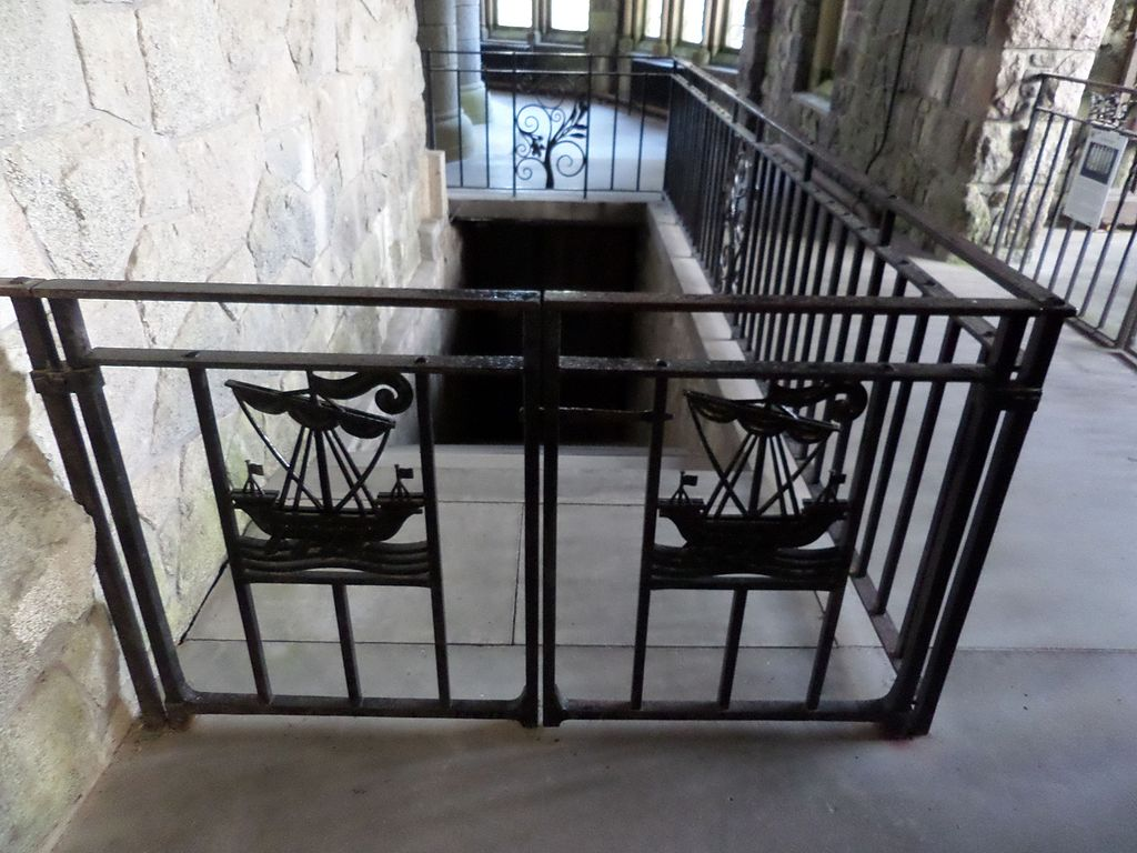 Archivo ornamental ironwork st conan 39 s kirk jpg for Significado de ornamental wikipedia