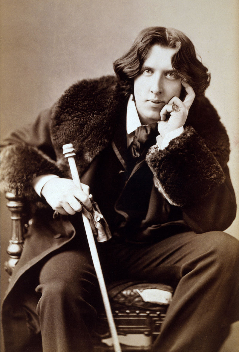 fonte: https://it.wikipedia.org/wiki/Oscar_Wilde#/media/File:Oscar_Wilde_3g07095u-adjust.jpg