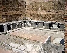 Una latrina pubblica romana (Ostia)