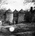 Ouvrage dentrée, château, Cornusson (4405780067).jpg