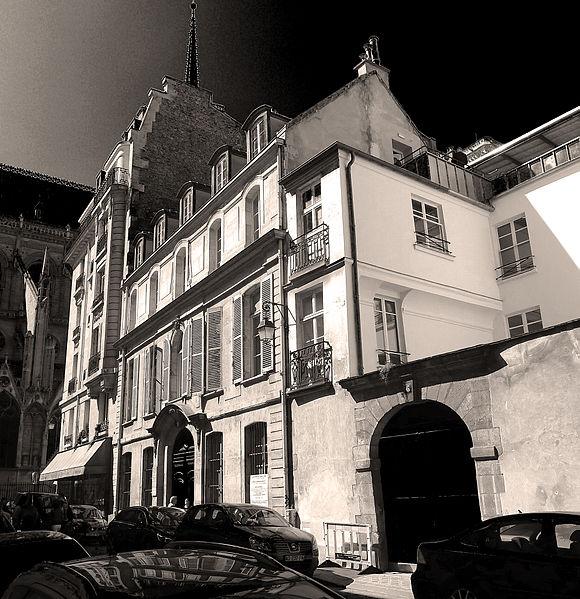 Fichier:P1240883 Paris IV rue Massillon rwk.jpg