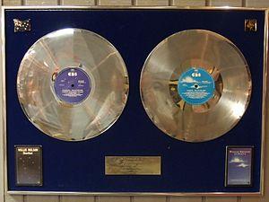 Stardust (Willie Nelson album) - Multi platinum certification of Stardust in Australia