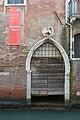 Palazzo Agnusdio, o dei Quattro Evangelisti, a Santa Croce ingresso.jpg