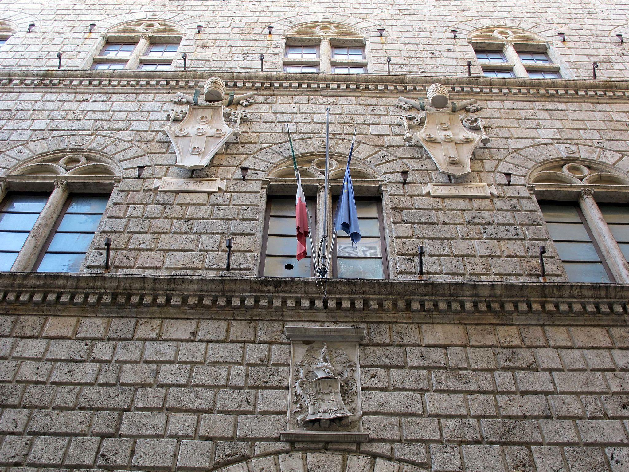 Palazzo piccolomini, siena, stemmi piccolomini