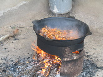 Kazan (cookware) - Image: Paloo cooking in a Kazan