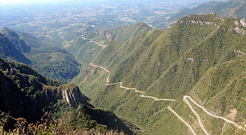 http://upload.wikimedia.org/wikipedia/commons/thumb/9/92/Panorama_Serra_do_Rio_do_Rastro_estrada_right_jpg.jpg/350px-Panorama_Serra_do_Rio_do_Rastro_estrada_right_jpg.jpg