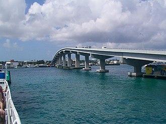 Paradise Island - Image: Paradise Island bridge
