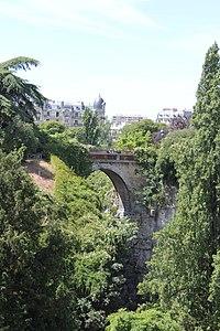 Paris - Buttes Chaumont - Pont des suicidés 01.jpg