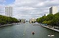 Paris Plage 2011. Le bassin de la Villette pendant l'opération Paris Plage.jpg