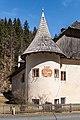 Paternion Kreuzen 32 Schloss SW-Turm mit Wappen 06042018 2873.jpg