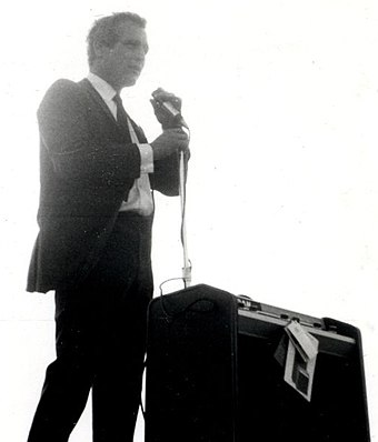 Newman at a political rally for Eugene McCarthy in 1968 Paul newman menomonee falls wisconsin mcarthy eugene rally.jpg