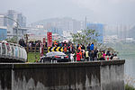 People Watching Rescue Operation in North Riverside of Keelung River, Xizhi District 20150204.jpg