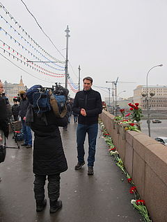 People came to the side of Boris Nemtsov's murder (2015-02-28; 17).JPG