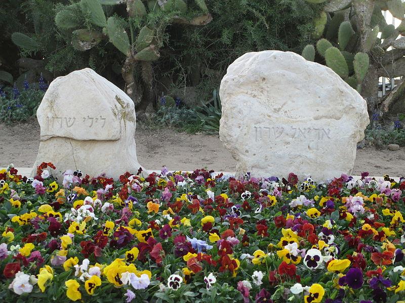 קבר אריאל ולילי שרון