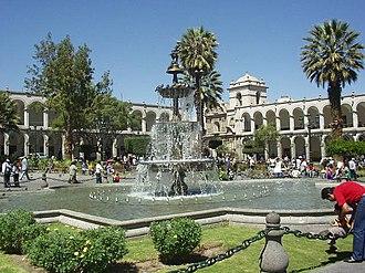 Plaza de Armas - Image: Pileta plaza