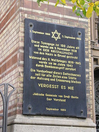 New Synagogue, Berlin - The plaque on the front of the Neue Synagogue, outlining the building's history