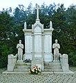 Plonéour-Lanvern 13 Le monument aux morts.jpg