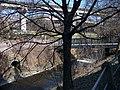 Pohled z ulice Na Rokytce přes Rokytku na libeňské mosty.jpg