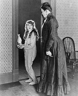 Griffith (rechts) naast Mary Pickford in Pollyanna (1920)