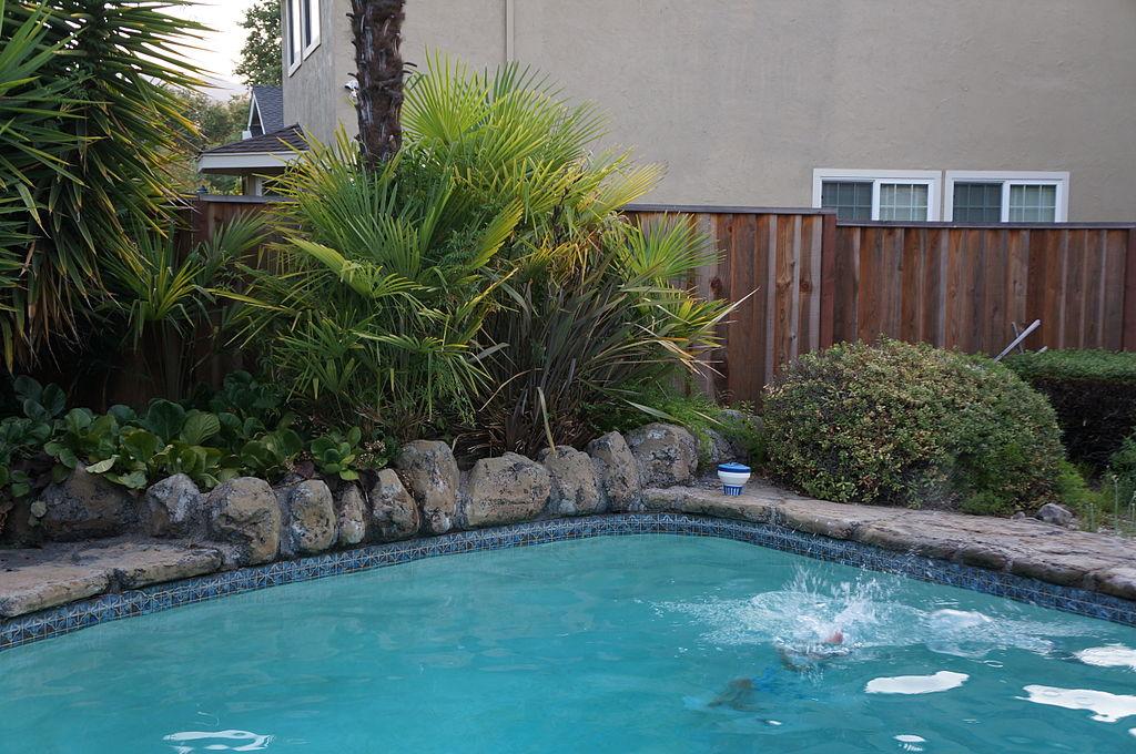 1024px-Pool_12_2013-07-02.jpg