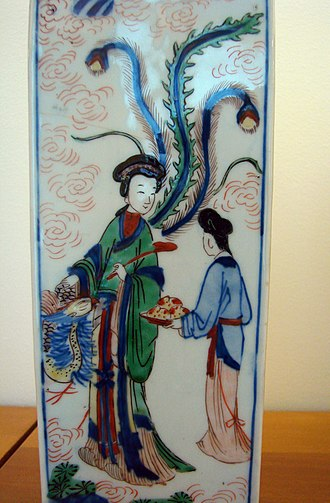 Queen Mother of the West - Qing dynasty porcelain with Xiwangmu.