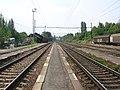 Praha-Hostivař, nádraží, pohled k lávce.jpg
