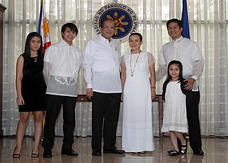Grace Poe - Grace Poe-Llamanzares and her family posing with President Benigno Aquino III at her oathtaking as MTRCB chairwoman in 2010.