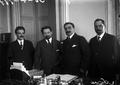 Primeiro governo presidido por Afonso Costa, da esquerda para a direita António Macieira, ministro dos Negócios Estrangeiros, Afonso Costa, Germano Martins e Simão José, secretário do gabinete de Afonso Costa, 1913.png