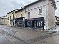 Quelques boutiques Grande rue (Miribel) en février 2021.jpg