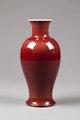Röd porslinsvas gjord i Kina på 1700-talet - Hallwylska museet - 96150.tif