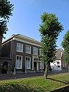 foto van Herenhuis met verdiepingen en dwars schilddak